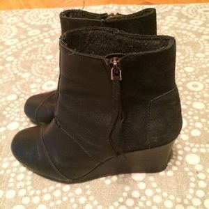 Black Tom's leather and suede wedges with side zip